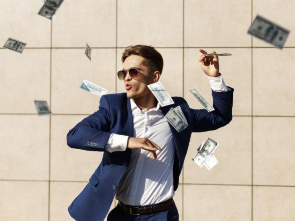 3 Hábitos financeiros que podem te afundar
